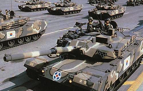 Tanky na vojenské přehlídce